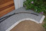 2014-04-23: Rasenkantensteine und Schotter eingebaut